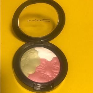 MAC: PEARLMATTE EYE SHADOW